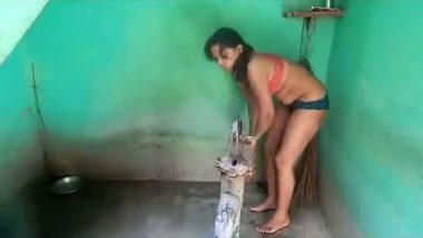 Desi village girl full bathing in bra panty n changing dress with audio