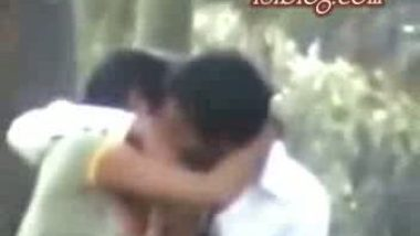Indian Lover Outdoor fun caught by voyeur mms