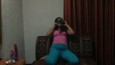Cam sex of masked north Indian girl