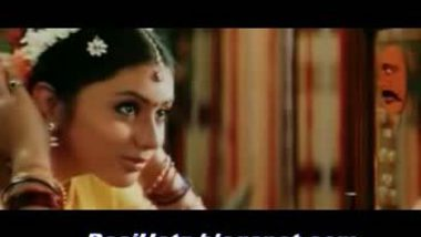 Namita wearing saree – Boobs and navel show