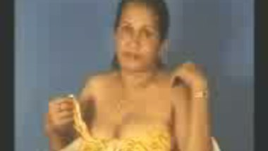 Fsiblog – Indian aunty performing on cam