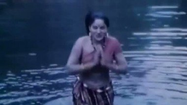 Sexy Hot River Scene Jungle Ki Hasina