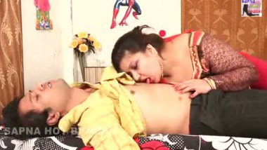 Hot bed scene of chubby aunty in b-grade
