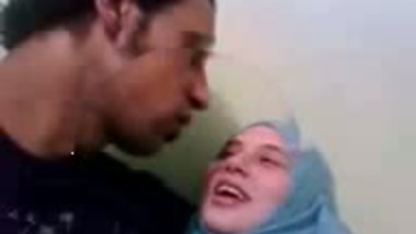 Amateur Dubai horny hijab girl fucked at home
