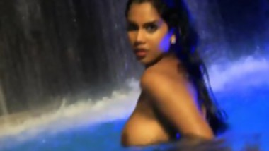 bust babe naked in the water posing for the camera