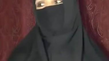 Arab Housewife Teasing Her Body