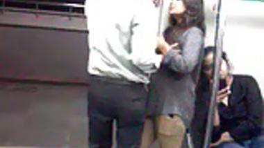 22 Desperate Lovers in Delhi Metro Kiss n Boob Press