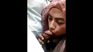 Slutty Hijabi sucks Dick in the Car