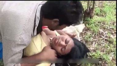Hot village bhabhi's outdoor porn clip