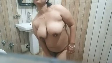 Big boobs naked aunty showing off her naked body
