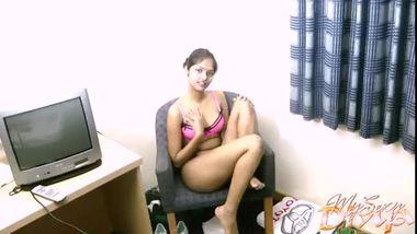 Desi mms of hot and sexy Divya Yogesh