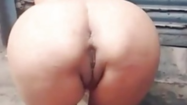 Desi slut pussy and ass