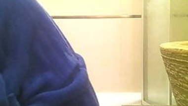 SPY005 - Shower spy - Indian teen