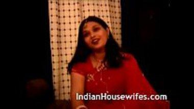 Indian housewife Namrita stripping her sari