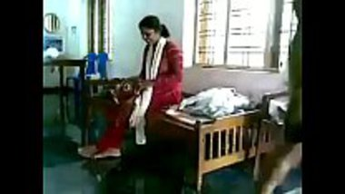 Mallu bhabhi having affair with the servant