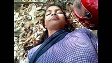 Outdoor Mallu sex showing a hot aunty with hairy cunt