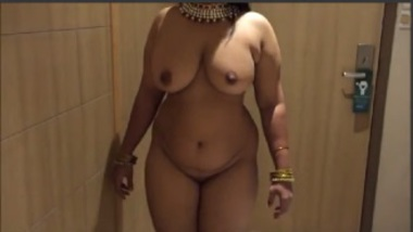 Busty Aunty Exposes Her Fat Ass
