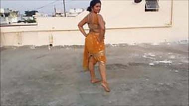 sexy bhabhi wearing saree