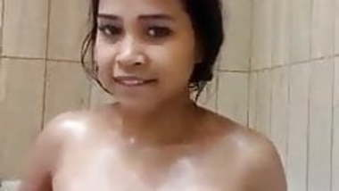 Indian SexyFace Teen Nude Bathing in Bathtub and Masturbate