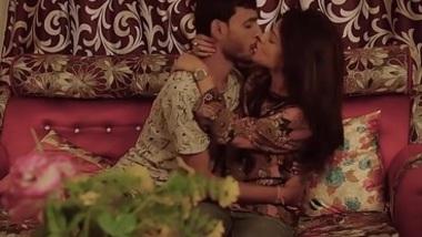 NAVEL - Bangla Kissing Prank - Girlfriend Edition 2018 (18+ o