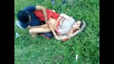 Sexy Indian Wife With Ghunghat Fucked In Park