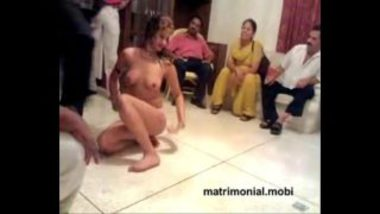 Hot Pakistani Mujra On Wedding