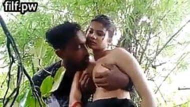Desi girl outdoor sex
