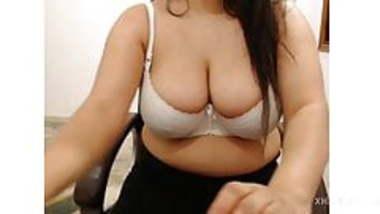 Desi Girl showing white bra