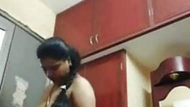 Tamil milf hot aunty dress change recorded on cam