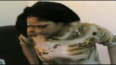 Sexy Desi Bhabhi Getting Trimmed Pussy Drill