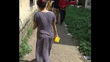 Maharashtrian bhabhi filmed wearing no underwear