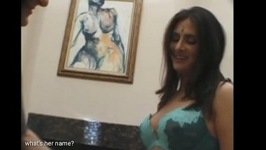Whats her name?Indian sexy kashmiri anglo gold digger gets fucked by american gu