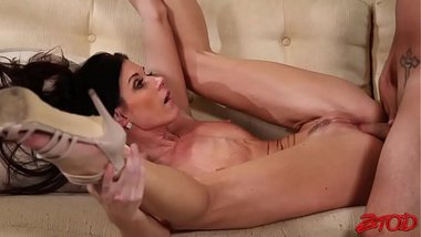 India Summer Is A Horny Pornstar Milf