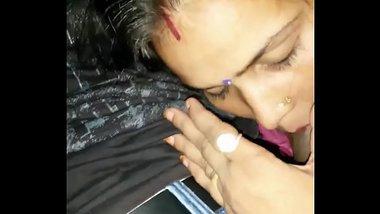 Indian very hot Bhabhi With Neighbour Boy Smooch N Blowjob With Hindi Audio - Wowmoyback