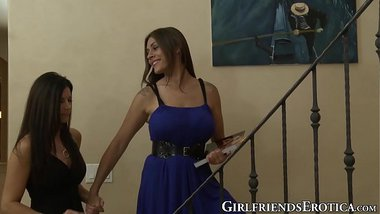 Sensual mature babe India Summer grinds pussies girlfriend