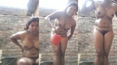 Bihari village Bhabhi nude bath video