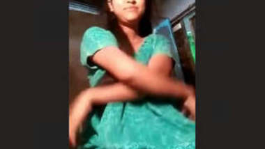 Hot Desi Girl Showing Her Big Boobs