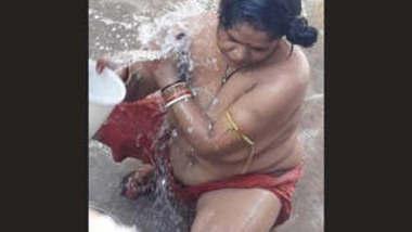 Tamil Bhabhi Outdoor Bathing
