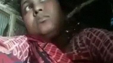 Unsatisfied housewife from Bangladesh dildo masturbation