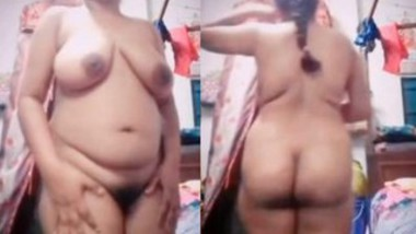 Bhabi Showing Her Big Boobs and Nude Body