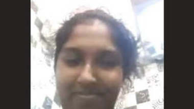 lankan Tamil Girl Showing Her Boobsa nd Pussy on Video Call