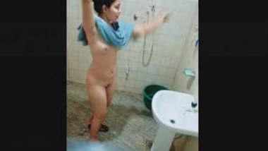 Sexy Desi Girl Bathing Capture By Hidden Cam