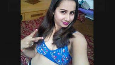 Indian Hot And Beautiful girl mms