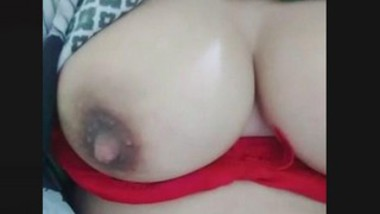 Paki Wife Showing Her Boobs
