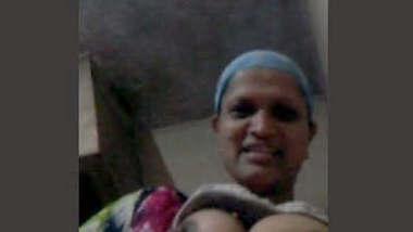 Mature bhabhi showing on VC