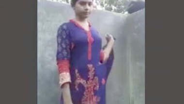 BANGLADESI SEXY BABE SHOOTS HERSELF BEFORE TALKING BATH FULL VIDEO