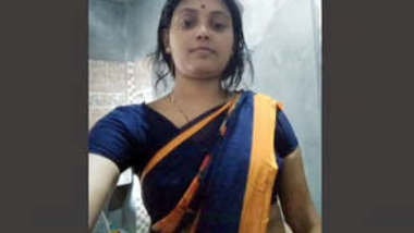 Bengali Boudi Showing Her Tits