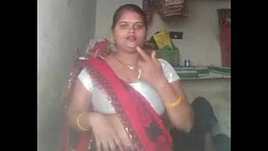 desi babe showing her hot shaved pussy
