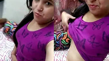 Desi Delhi Teen Soumya Showing Boobs