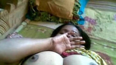 desi bhabhi exposing tits and pussy